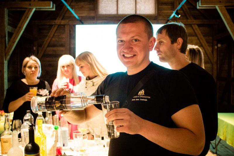 Šmakovkas festivāls-Reibinoši kokteiļi, ugunīgi ēdieni un bagātīga kultūras programma ar ciemiņu līdzadalību - balsojumu!